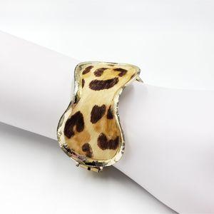 Vtg animal print silver tone clasp bracelet